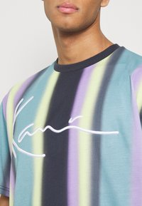 Karl Kani - Print T-shirt - navy - 4