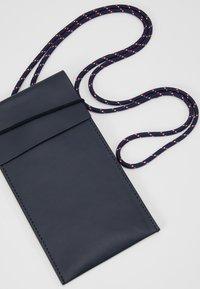 CLOSED - Mobiltasker - schwarz - 2