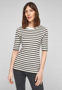 s.Oliver - Print T-shirt - offwhite stripes - 0