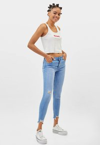 Bershka - LOW WAIST - Jeans Skinny Fit - blue - 1