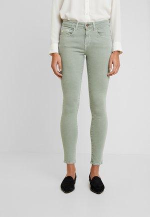 ADRIANA - Jeans Skinny Fit - green