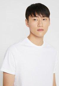 Burton Menswear London - BASIC CREW 3 PACK MULTIPACK - T-shirt basic - black/grey/white - 6