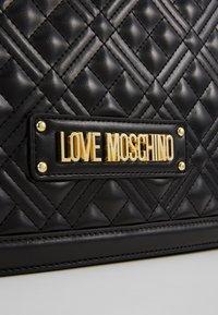 Love Moschino - BORSA QUILTED - Sac à main - black - 4