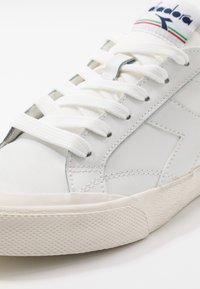Diadora - MELODY DIRTY - Trainers - white/corsair - 5