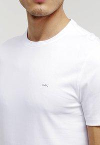 Michael Kors - Basic T-shirt - white - 4