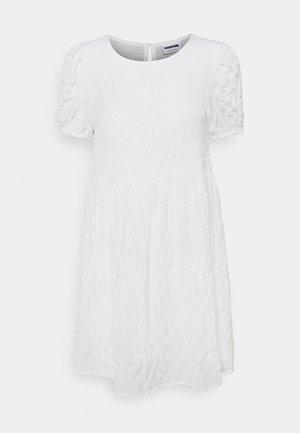 NMSTINE O NECK DRESS PETITE - Kjole - bright white