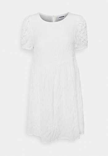NMSTINE O NECK DRESS PETITE - Vestido informal - bright white