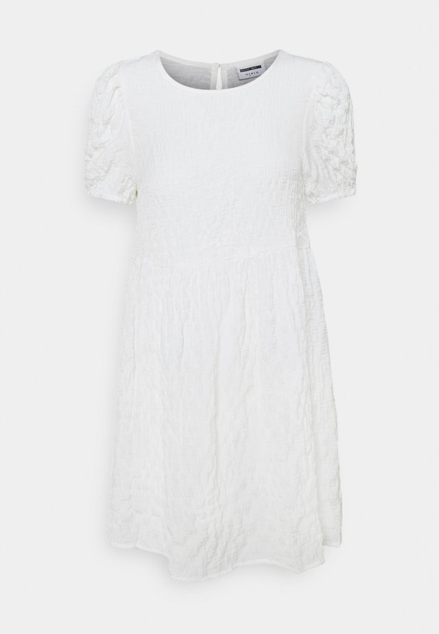 NMSTINE O NECK DRESS PETITE - Vapaa-ajan mekko - bright white