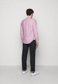Polo Ralph Lauren - OXFORD SLIM FIT - Vapaa-ajan kauluspaita - crimson - 2