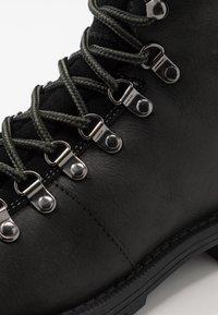 Barbour - QUANTOCK HIKER - Šněrovací kotníkové boty - black - 5