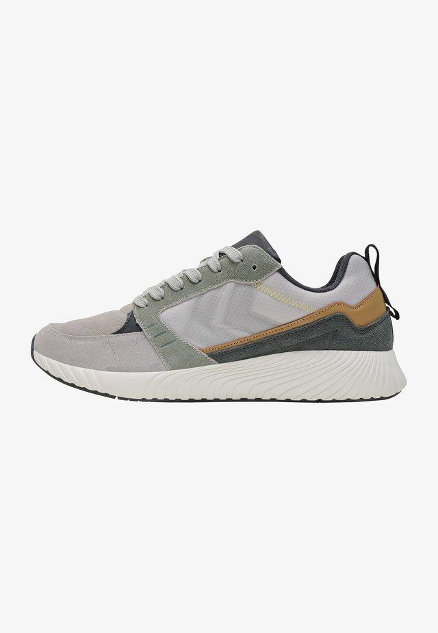 Sneakersy niskie - magnet