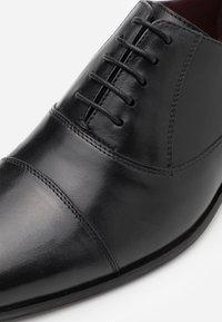 Walk London - ALFIE OXFORD TOE-CAP - Stringate eleganti - black - 5