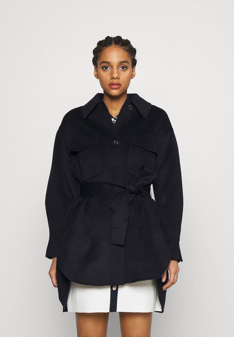 maje - GAVINO - Klasický kabát - marine