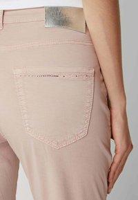 MAC Jeans - SLIM FIT IN 7/8-LÄNGE - Straight leg jeans - hellrosa - 2