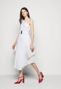 MICHAEL Michael Kors - ONE SHOULDER MIDI DRESS - Denní šaty - white - 5