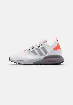 ZX 2K BOOST - Sneaker low - footwear white/silver metallic/hazy rose