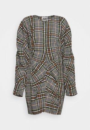 ETHEL DRESS - Vestido de tubo - clover