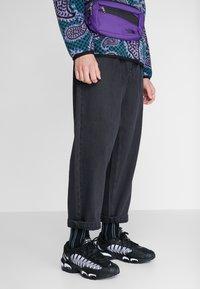 Nike Sportswear - AIR MAX TAILWIND IV - Sneakers - black/white - 0