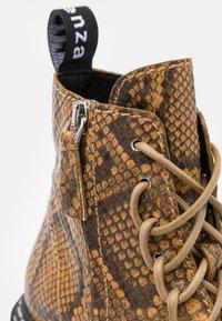 Proenza Schouler - COMBAT LACE UP BOOT - Kotníkové boty na platformě - natural - 6