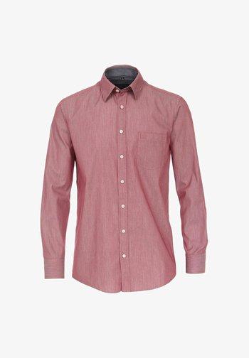 MIT KENT KRAGEN  - Shirt - rot