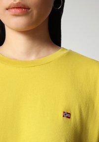 Napapijri - SALIS - Basic T-shirt - yellow moss - 2