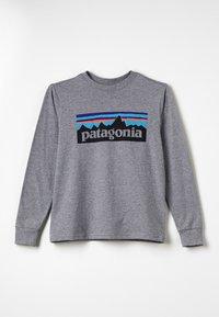 Patagonia - GRAPHIC ORGANIC UNISEX - T-shirt à manches longues - gravel heather - 0