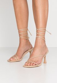 BEBO - RICHIE - Sandały na obcasie - nude - 0