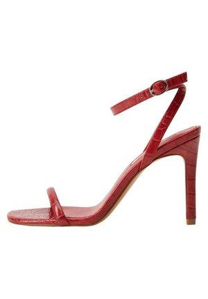 KROKO S PÁSKY - Højhælede sandaletter / Højhælede sandaler - červená