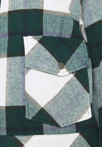 Noisy May - NMFLANNY SHORT SHACKET  - Lett jakke - ponderosa pine/blanc de blank - 11