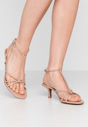 FREYA - Sandaalit nilkkaremmillä - nude