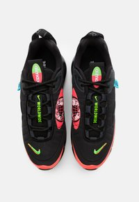 Nike Sportswear - MX-720-818 BG - Tenisky - black/white/green strike/flash crimson - 3