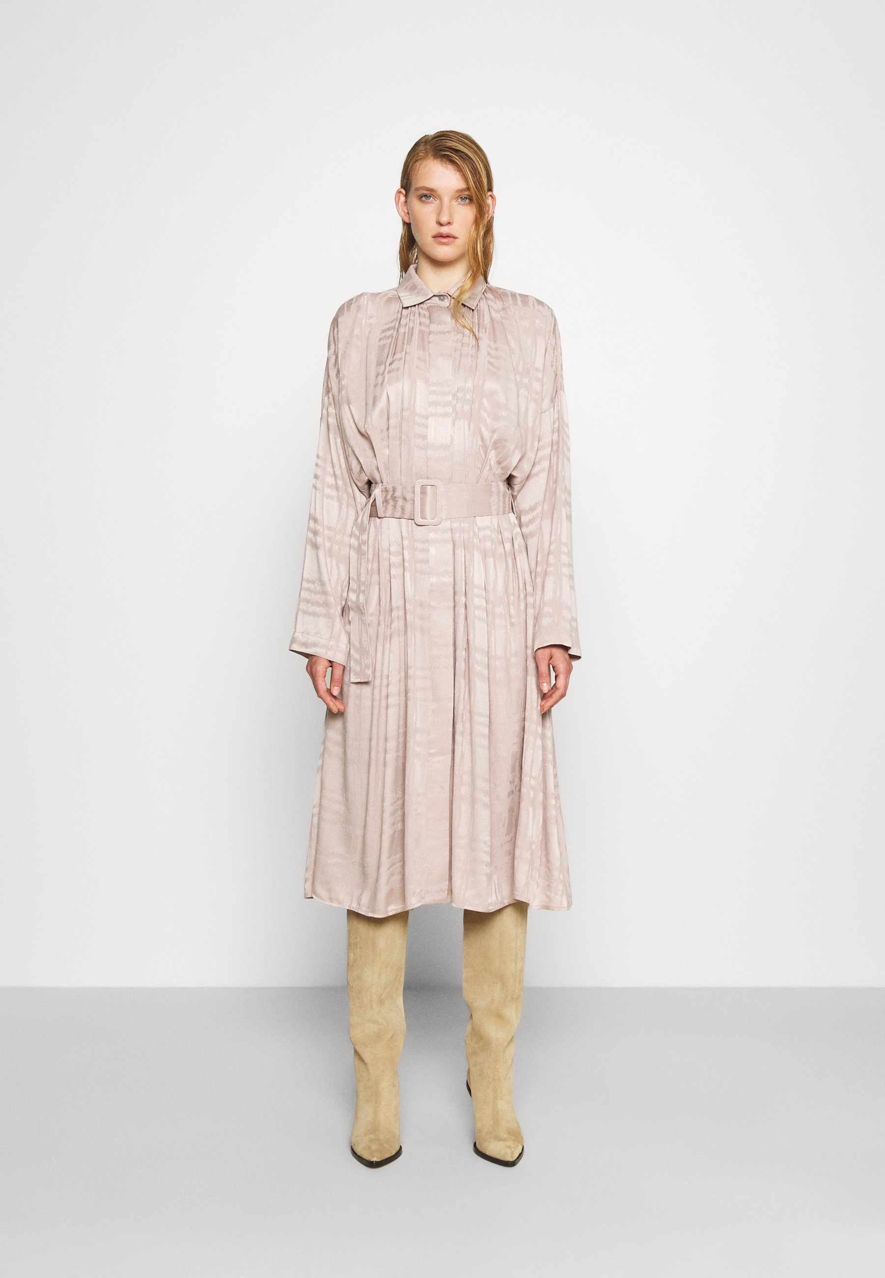 Mujer RECYCLED PLEATED DRESS BELTED - Vestido camisero