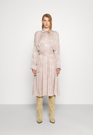 RECYCLED PLEATED DRESS BELTED - Blousejurk - dove