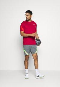 Nike Performance - DRY STRIKE SHORT - Pantalón corto de deporte - smoke grey/black/volt - 1
