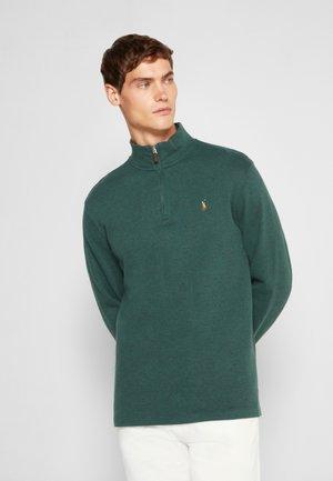 Stickad tröja - scotch pine heather