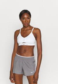 Nike Performance - AIR INDY CUTOUTBRA - Brassières de sport à maintien léger - white/pure platinum/black - 2
