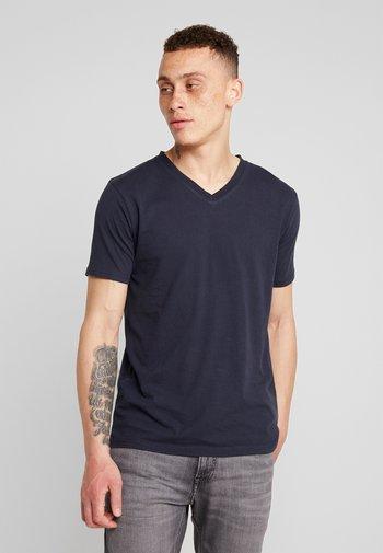 BASIC REGULAR FIT V-NECK TEE - T-shirt - bas - total eclipse