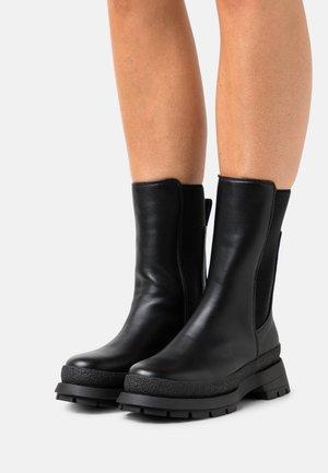 VEGAN SHARI - Platform boots - black