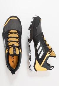 adidas Performance - TERREX AGRAVIC GORE-TEX TRAIL RUNNING SHOES - Zapatillas de trail running - grey six/footwear white/solar gold - 1