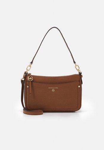 JET SET CHARM POCHETTE XBODY - Handbag - luggage