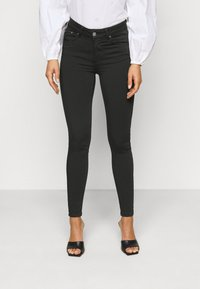 Vero Moda Petite - VMLUX SUPER - Slim fit jeans - black - 0