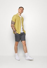 Only & Sons - ONSLARRY CHECK - Shorts - titanium - 1