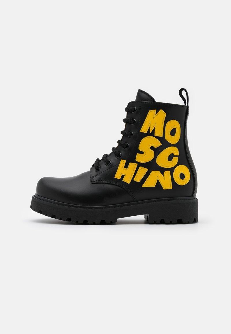 MOSCHINO - Šněrovací kotníkové boty - black/yellow