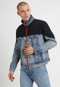 Levi's® - UNBASIC MOCKNECK TRUCKER - Giacca di jeans - cruv trucker - 0