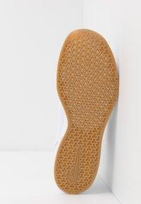 Nike SB - JANOSKI MAX - Sneakers - white/obsidian/celestial gold/light brown - 4