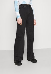 Weekday - ACE - Flared jeans - almost black - 0