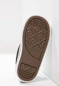 Converse - CHUCK TAYLOR ALL STAR CORE - Sneakersy niskie - black - 4