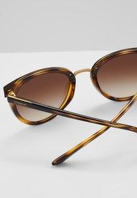 VOGUE Eyewear - Sluneční brýle - brown - 4