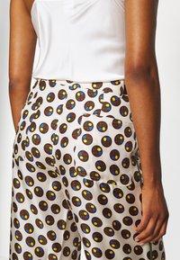 Tory Burch - REVA PAJAMA PANT - Trousers - off-white - 6
