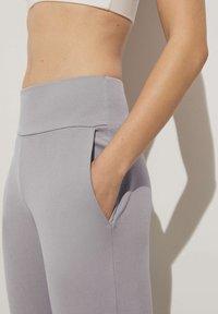 OYSHO - Teplákové kalhoty - light grey - 3